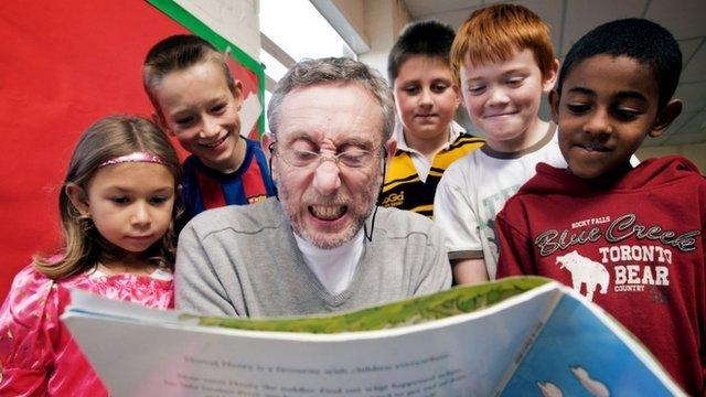 Author Michael Rosen reading to children in the programme 'Just Read'