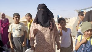 Fatima (centre)