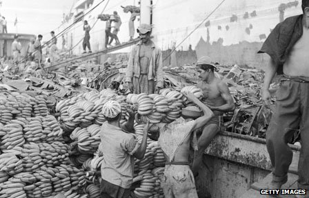 Bananas are loaded at the harbour at Guayaquil circa 1955