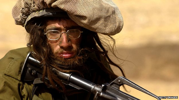An ultra-Orthodox Jewish volunteer to the IDF&#039;s Nahal Haredi brigade undergoes survival training at an unidentified base.