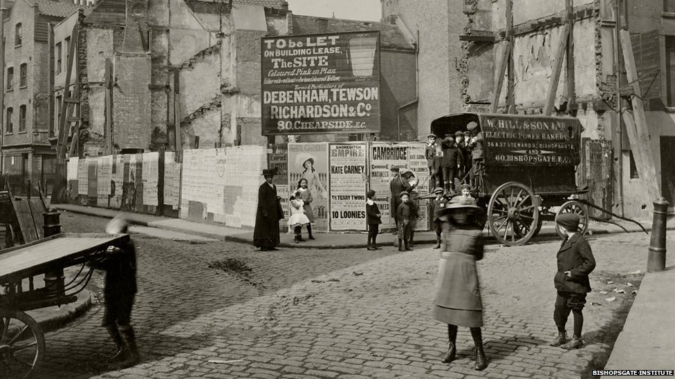 Bbc News In Pictures Century Old Photos Of London S