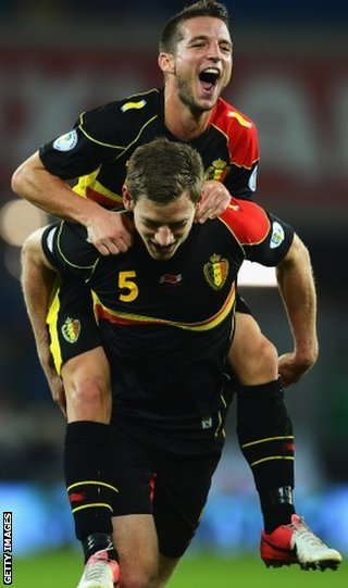 Dries Mertens congratulates Jan Vertonghen after the latter's goal for Belgium against Wales