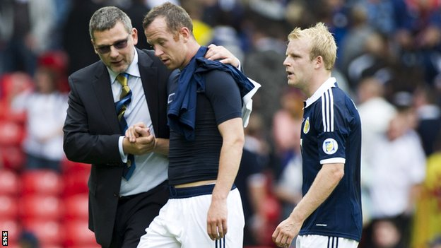 Scotland coach Craig Levein consoles Charlie Adam after the 0-0 draw with Serbia