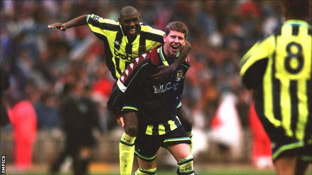 Lee Crooks and Shaun Goater celebrate Manchester City&#039;s play-off victory at Wembley in 1999