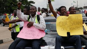 Former Air Nigeria staff protesting