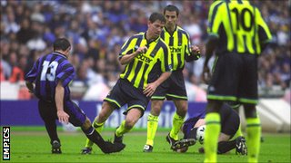 Lee Crooks in action for Manchester City at Wembley in 1999