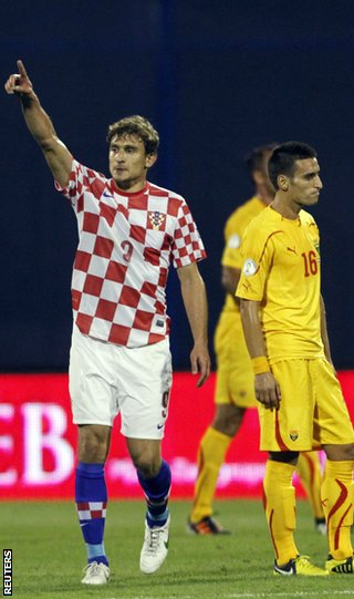 Nikica Jelavic celebrates after scoring the winner against Macedonia in Zagreb