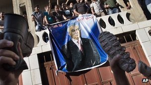 Protesters throw shoes at picture of Salam Fayyad. 10 Sept 2012