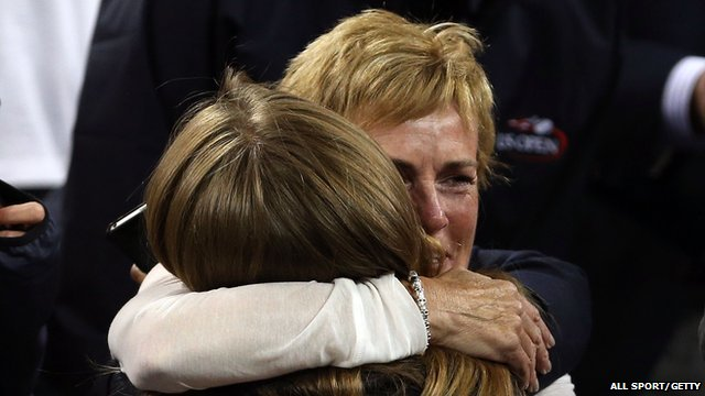 Judy Murray hugs Kim Sears after Andy Murray&#039;s win in the US Open