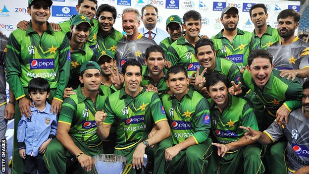 Pakistan celebrate with the Twenty20 series trophy