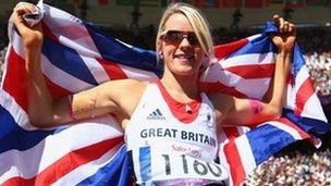 Josie Pearson of Great Britain celebrates as she wins gold in the Women's Discus Throw F51/52/53 Final