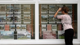 Estate agent&#039;s window