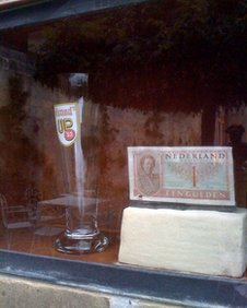 Beer glass and guilder note