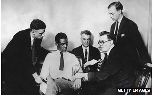 James A Frye, who is on trial for murder, undergoing a truth test which is administered by William Marston (second from right)