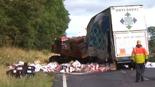 Lorry crash on A1