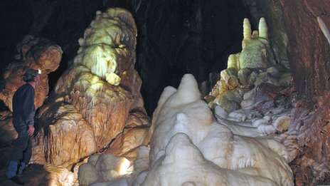 Underground chamber discovered in the Mendip Hills