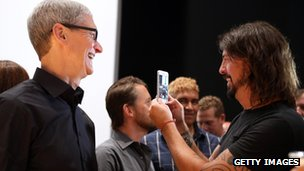 David Grohl and Tim Cook