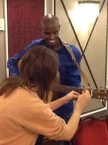 Maisie-Mae Cater teaching Mo Farah to play the guitar