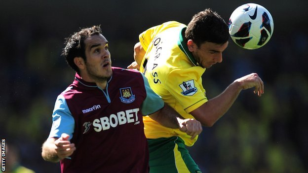 Joey O&#039;Brien tangles with Robert Snodgrass