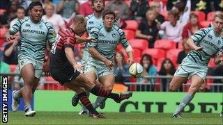 Charlie Hodgson missed a drop-goal attempt for Saracens against Leicester Tigers