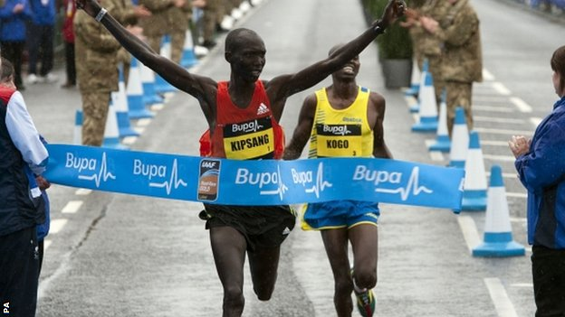 Wilson Kipsang beats Micah Kogo to win the Great North Run