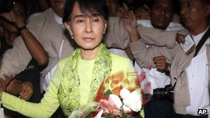 Aung San Suu Kyi arrives at Rangoon international airport, Burma (16 Sept 2012)