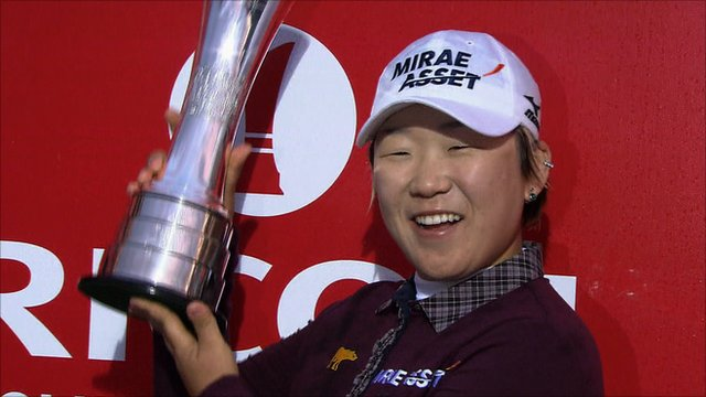 Jiyai Shin receives the British Open trophy