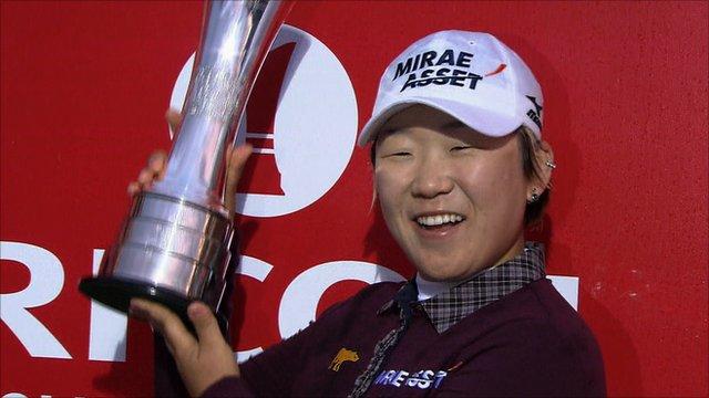 Jiyai Shin receives the British Open trophy