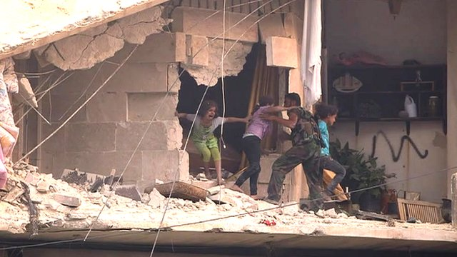 The BBC's Paul Wood witnesses an air strike in the Syrian city of Aleppo