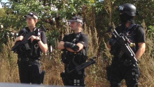 Armed police at the Peterborough travellers&#039; site