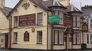 The Royal Oak pub in Penrhyndeudraeth