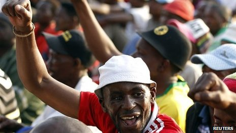 Striking miners gesture after they were informed of a 22 percent wage increase offer outside Lonmin&#039;s Marikana mine, 100 km (60 miles) northwest of Johannesburg, September 18, 2012