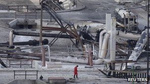 Burnt cars and gas storage tanks at the Pemex plant in Reynosa on 18 September 2012