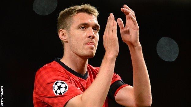Darren Fletcher applauds United's fans at the final whistle