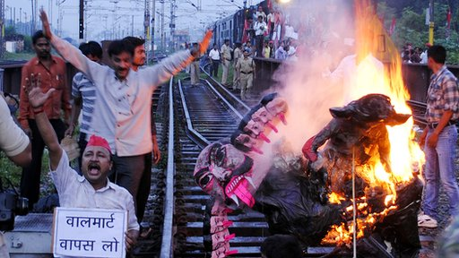 Samajwadi Party workers burning an effigy of Indian Prime Minister Manmohan Singh on the tracks as they stop a train in Allahabad