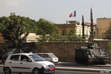 Lebanese tanks guard the French ambassador&#039;s residence in Beirut, 19 September