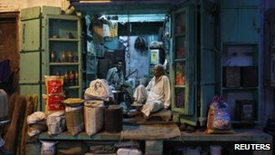 Delhi shopkeepers wait for trade (17 Sept)