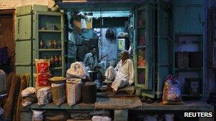 Delhi shopkeepers wait for trade (17 Sept)