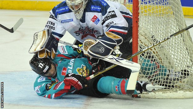 Dundee netminder Nic Riopel tangles with Belfast&#039;s Greg Stewart