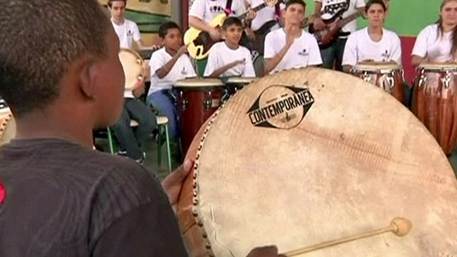 Children learn music in Brazil State School
