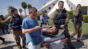 Injured Israeli soldier after clash with militants near Egyptian border (21/09/12)