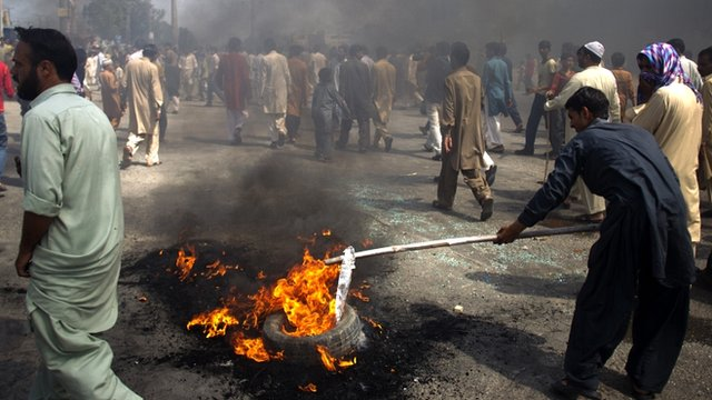 Protesters in Rawalpindi, Pakistan, on 21/9/12