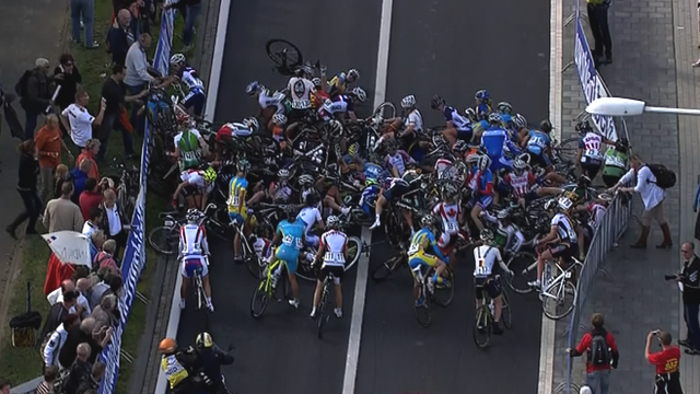 Mass crash at women's world championship road race