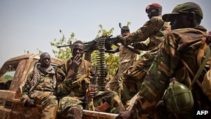 South Sudanese fighters (file image)