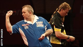 Phil Taylor (l) and Simon Whitlock