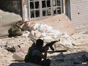 Syrian state news agency photo of soldiers fighting in Aleppo (23 September 2012)