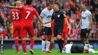 Liverpool&#039;s Jonjo Shelvey ahead of being sent off after a tackle on Manchester United&#039;s Jonny Evans