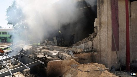 Firemen extinguish fires at the school building targeted by rebels in Damascus (25 September 2012)