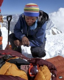 Rescuer on Sunday with an unidentified survivor