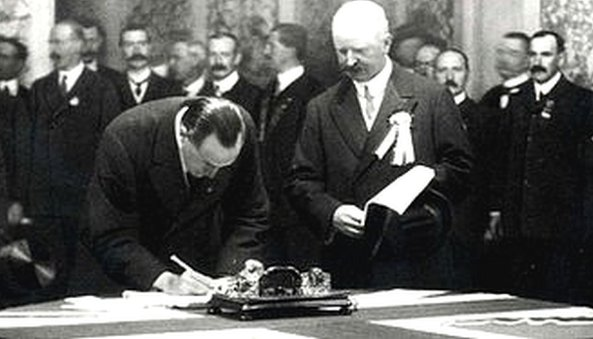 Edward Carson signs the Ulster Covenant,